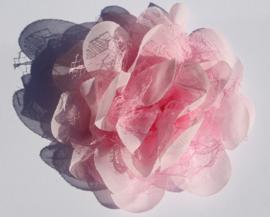 Stoffen bloem: chiffon/kant lichtroze 11 cm