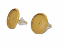 Donkergele oorbellen 14 x 14mm met cabochon setting 12mm per paar.