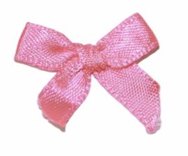 Satijn strikje neon roze 25x28 mm, per stuk