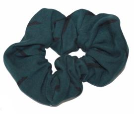 Scrunchie donkergroen met zwarte streepjes