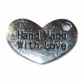 Hartje Hand made with love 15x10 mm zilverkleur, per stuk