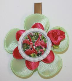 Haarclip bloem zachtgroen/fuchsia - bottlecap met flamingo -roosje