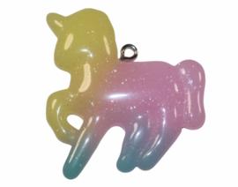 Unicorn  geel/roze/aqua met haakje 42x 26 mm