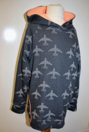 Trui zwart/grijs met vliegtuigen 134/140 en 146/152