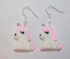 Oorbelletjes zilveren hanger met unicorn roze