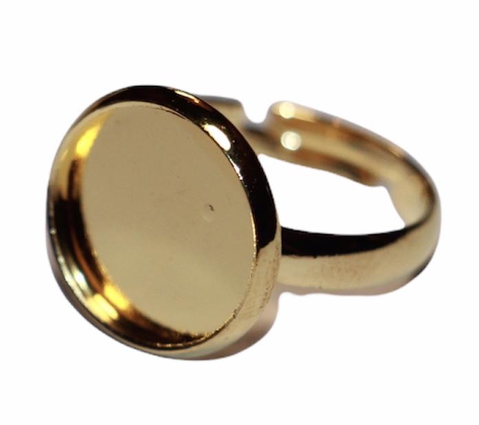 Verstelbare kinderring dia 14 mm goudkleur met cabochon setting past 12mm.