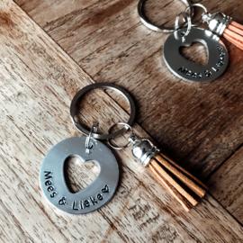 Sleutelhanger met Tekst | coin XL (met hart uitsnede)