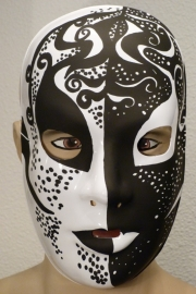 Masker paint black and white