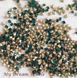 Swarovski 4428 Square Emerald 3x3mm/ 5 st