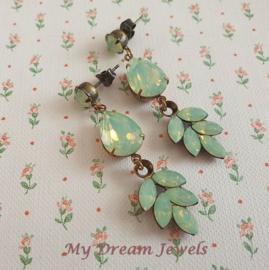 Oorstekers Leaf Swarovski Chrysolite Opal