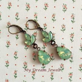 Swarovski Chrysolite Opal Oorhangers Leaf