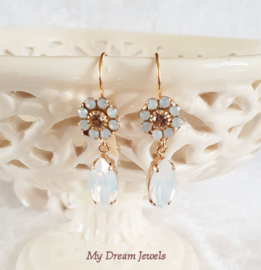 Oorhangers Swarovski  Vintage Flower  White Opal/ Light Peach