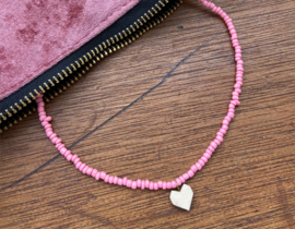 Short beaded necklace with heart - Light pink