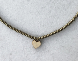 Short beaded necklace with heart - Gold