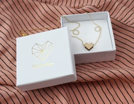 Necklace gold with heart