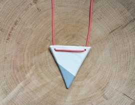 Necklace Triangle grey