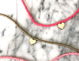 Short beaded necklace with heart - Coral