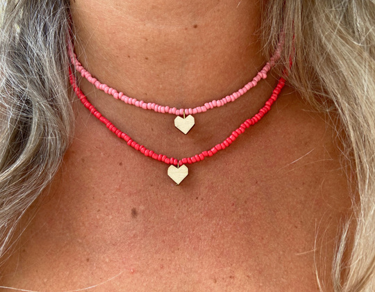Short beaded necklace with heart