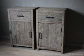 Nachttische altes Holz (links)