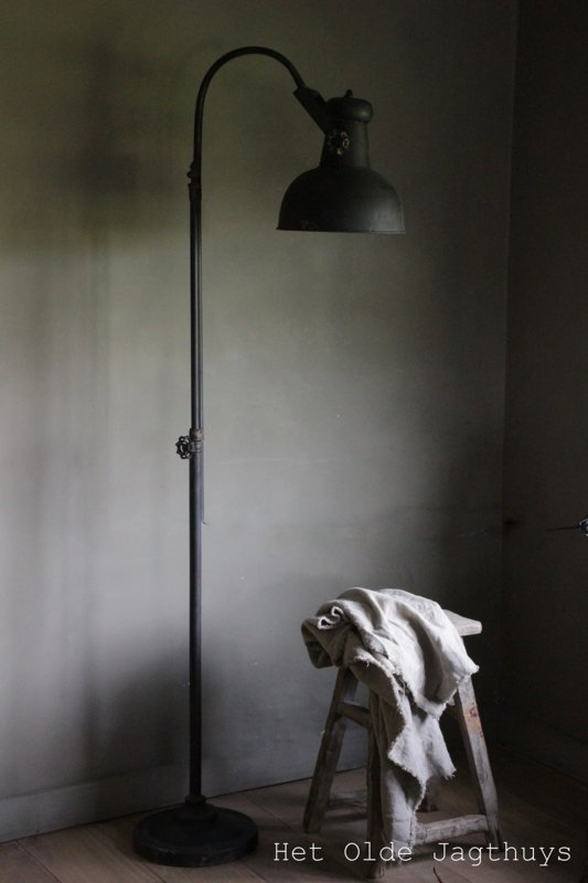 Vloerlamp Oud Zwart   Lampen en Lampenkappen   Het Olde Jagthuys
