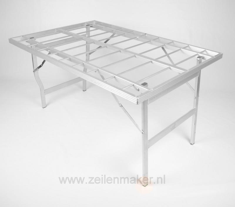 vlakke tafel 120 x 150 x 80 cm hoog (B8012)