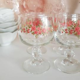 Wijnglas roosjes