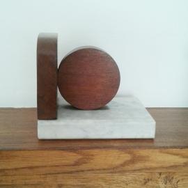 Boekensteun marmer / hout