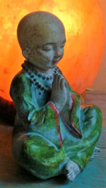 Moine priant pour la paix