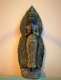 Boeddha in gebed staand