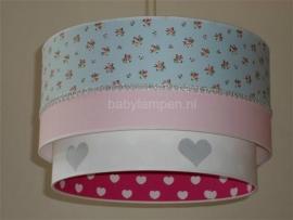 Kinderlamp dubbele lampenkap lichtblauwe roosjes zilver hartjes fuchsia witte hartjes