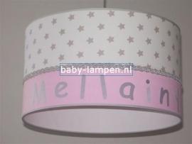 Kinderlamp met naam wit zilveren sterren en effen roze
