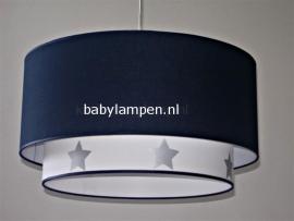 Kinderlamp dubbele lampenkap effen donkerblauw en effen wit met zilveren sterren