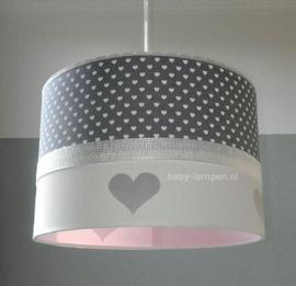 lamp kinderkamer grijs witte hartjes roze binnenkant