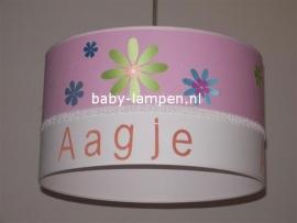 Kinderlamp met naam en bloemen roze