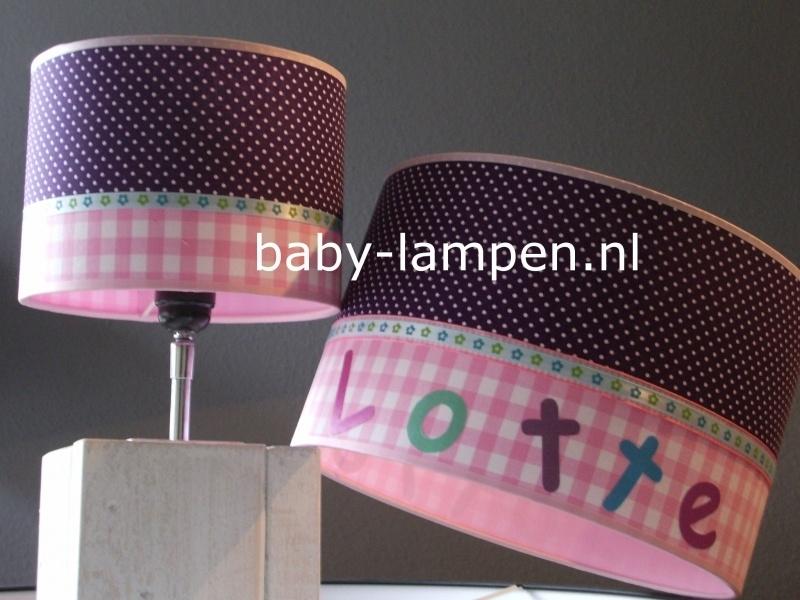 Kinderlamp met naam paarse stipjes en roze ruitje