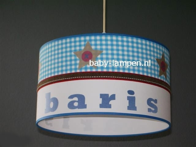 kinderlamp met naam blauwe ruitjes en beige sterren