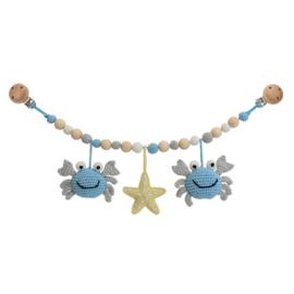 Sindibaba Kinderwagenketting  Krab blauw/grijs met rammelaar