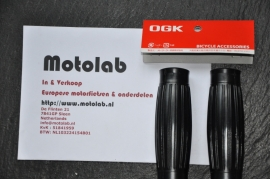 Zwarte Handvat rubbers   Handlebar grips 22mm - OGK   BESTON