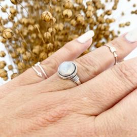 Maansteen ring rond
