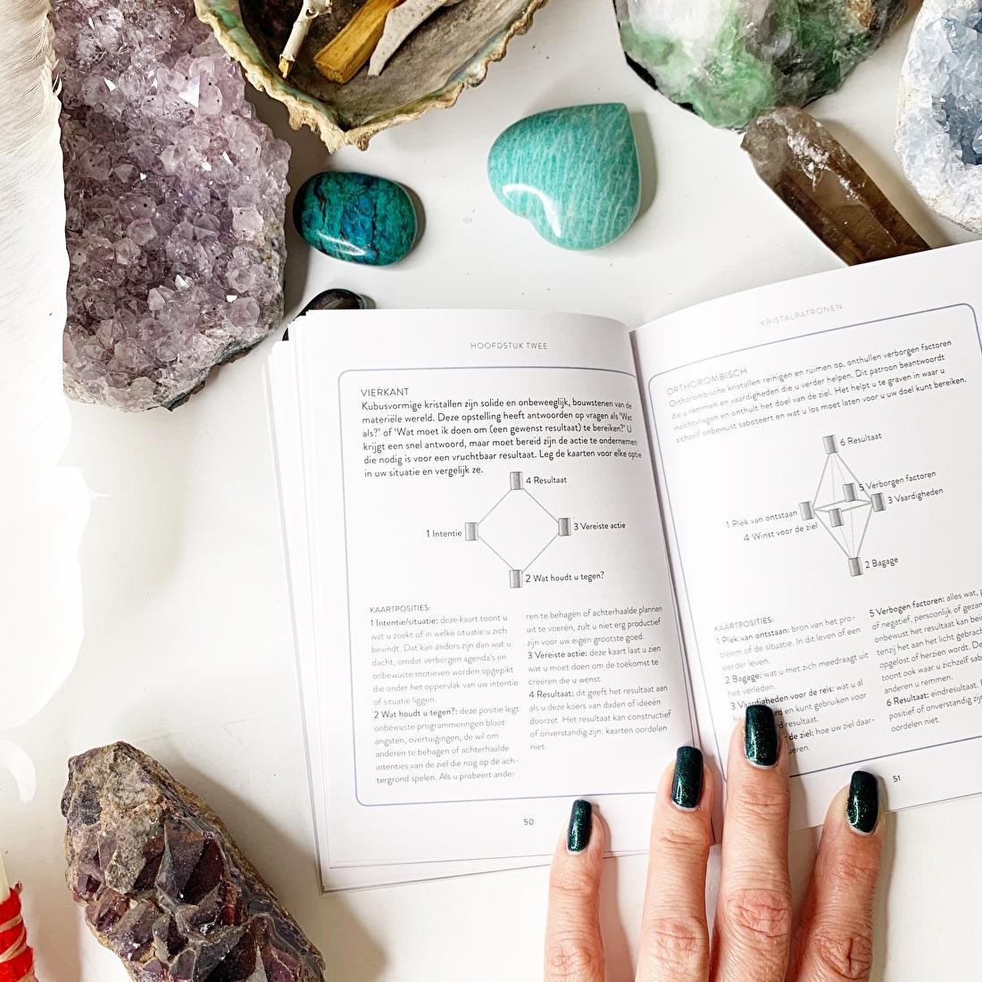 uitgebreidere kaartlegging orakelkaarten het kristal judy hall,blog orakelkaarten by-sas