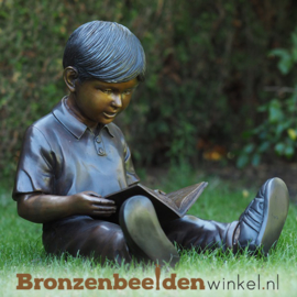 Lezende jongetje als tuinbeeld BBW1374br
