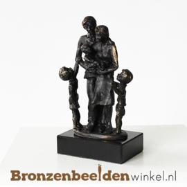 """Gezinsbeeldje """"Gezin met zoon, dochter en baby"""" BBW003br16"""