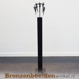 """Groot zakelijk beeld """"Samen in balans"""" op kunsthars sokkel BBW005br68sb"""
