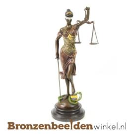 Beeld Vrouwe Justitia in gekleurd brons
