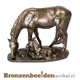 Dierenbeeldje paard met veulen van brons BBWP4463