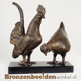 Kippen beelden op sokkel BBW5337-5333
