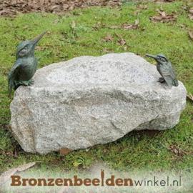 Vogeldrinkbak natuursteen met 2 ijsvogeltjes BBWR42055