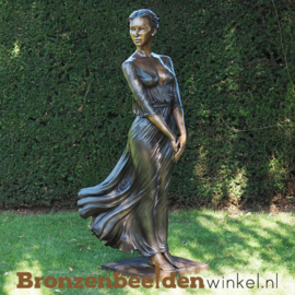 Groot beeld vrouw met jurk BBW1353