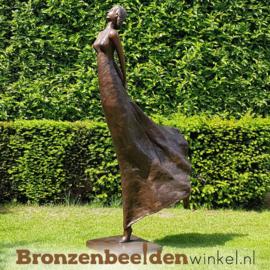 """Groot beeld """"De zwierige vrouw"""" BBW47336"""