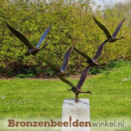 Abstract tuinbeeld ''De 5 ganzen'' op Hardsteen sokkel BBWF5GHS